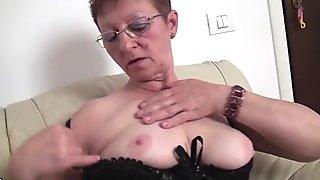 Old but still hot mom getting frisky