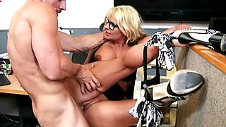 Well stacked slut Phoenix Marie gets fucked by Johnny Sins